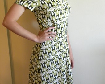 Cute Green Retro-Style Dress (Medium)