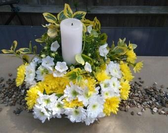 Bright wedding flower arrangement