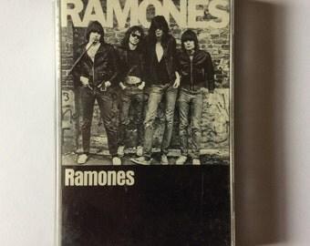 RAMONES - s/t cassette (Sire)