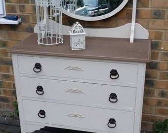 vintge chest of drawers