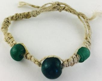 Hemp bracelet with glass beads