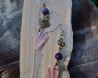 Shell earrings with lapis lazuli