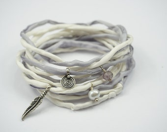 White Fliederfarbenes silk bracelet with pendant made from 925 sterling silver and gemstones | Seidenhype