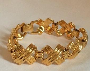 Vintage gold Tone bracelet by Napier