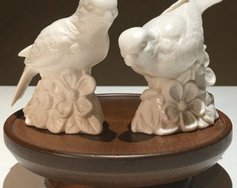 Pair of vintage Schmid Bros figurines of two birds / doves - EP0076