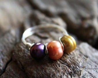 Beautiful Sterling Silver 3 Pearl (colored) Ring