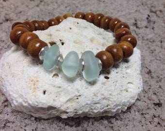 Green Sea glass and wood bead stretch bracelet 4692
