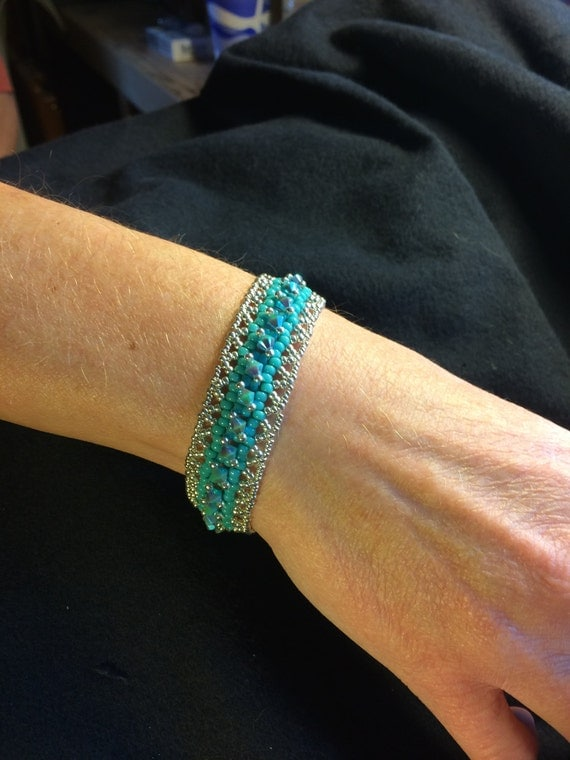 NO 85 Hand woven crystal and glass beaded bracelet