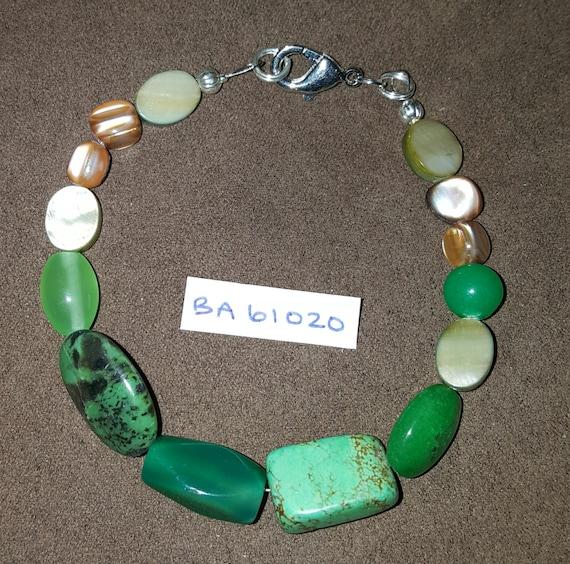 Jade Green Bracelet / Mother of Pearl Bracelet / Natural Stone Bracelet / Boho Jewelry / Hippie Bracelet / BA61020