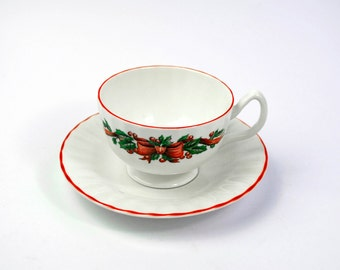 Hudson and Middleton Christmas Cup and Saucer - Garland Design
