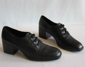 RESERVED For Alia Vtg 90's black leather oxfords Size 9N Aerosoles block heels shoes elastic laces