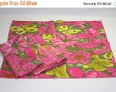 HALF OFF Vintage hot pink and green fabric napkins, napkins, fabric napkins, vintage napkins, fabric napkins, hot pink napkins