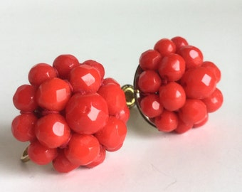 Red Bead Earrings - Cluster of Faceted Glass Beads - Vintage 50s Screw Backs - Coro Earrings - Bright Red Flower Circle Dome Earrings