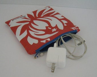 Alfred Shaheen Hawaiian fabric: Travel zipper bag for your charge cords