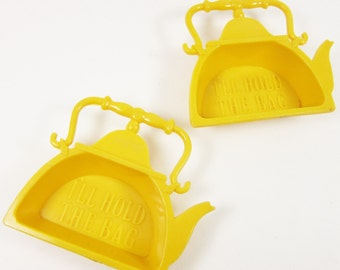 Vintage Hard Plastic Tea Bag Holder Yellow Kettle Shaped Retro Kitsch 50s 60s I Will Hold the Bag