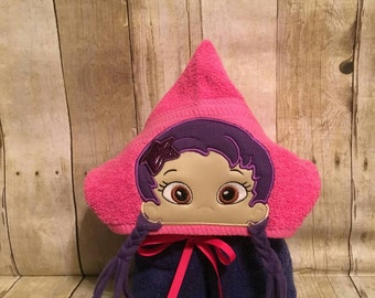 Purple guppy girl hooded bath/pool towel