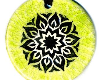 Surly Mandala Ceramic Necklace in Green Crackle