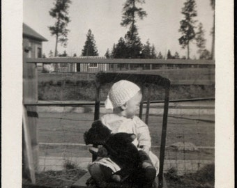 Vintage photo 1914 Baby in Chair Turns away from Camera Holds Teddy Bear vintage snapshot