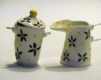 Creamer and Sugar set with black and yellow Dasies