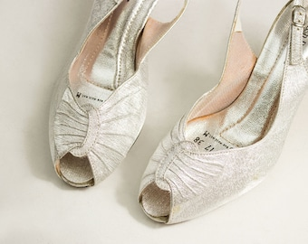 70s Vintage Hush Puppies Silver Metallic Peep Toe Slingback Pumps / Vegan / 1970s Heels / Disco / Evening / Party Shoes / Size 6 US