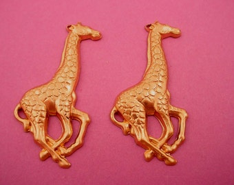 4 brass giraffe  charms with loop  40mm  Zoo animals Africa