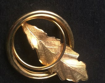Vintage 1960's Era Goldtone Leaf Scarf Pin