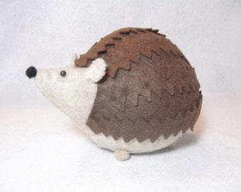 Hedgehog pincushion, Cute stuffed hedgehog, Sewing gift, Soft animal sculpture, Woodland animal, Felt hedgehog gift, Brown felt pin cushion
