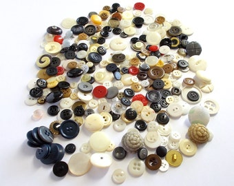 Buttons . assorted colors buttons . Vintage Buttons . Button Collection . Large Buttons . 98