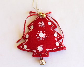 Christmas  - Christmas Holiday Decoration, felt Christmas trees in red and green decorated with white beads
