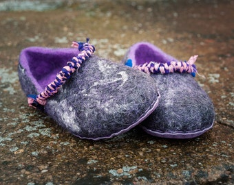 Handmade footwear purple shoes Felt wool slippers recycled sari silk Mother gift natural wool shoes Silk accessories recycled ecofriendly