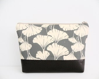 Makeup Bag, Zippered Pouch, Travel Bag, Purse Organizer, Gingko Print Clutch, Plastic Lined Pouch, Laminated Cotton, Vegan Cosmetic Clutch