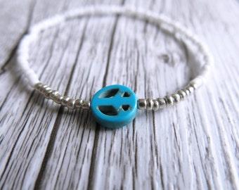 Peace Sign Bracelet Seed Bead Bracelet Dainty Stacking Bracelet White Silver Beads Boho Stretch Bracelet Peace Sign Charm Turquoise Charm