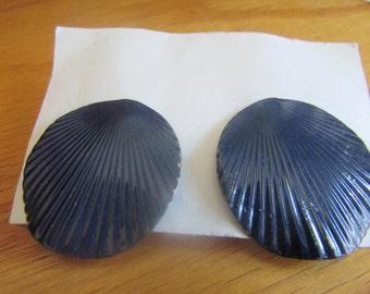 navy blue shell post