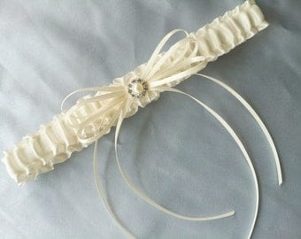 Ivory Toss Garter Pearl Bridal Garter Wedding