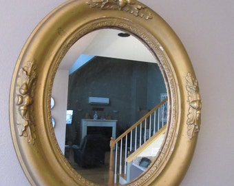 Beautiful vintage oval gilt mirror with acorn and leaf design- mirror not perfect, solid, beautiful, great home decor, ready to hang