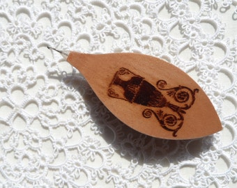 Handmade wooden tatting shuttle with engraved amphora with hook