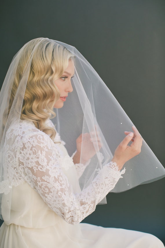 SALE Ivory Wedding Veil with Ivory Chantilly Lace Appliqué and Swarovski Crystals, 24 Inch with a 24 Inch Blusher Drop Veil, Illusion Tulle
