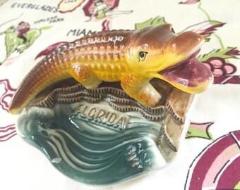 Vintage Florida alligator ashtray trinket dish soap dish 1940s Mid Century souvenir kitsch Floridiana