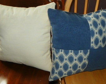 Pair of Blue Off White Abstract Print Decorative Throw Pillows 18 x 18