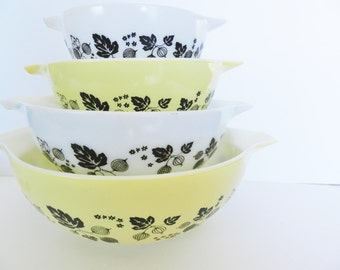 Yellow Gooseberry Pyrex Bowl Set, Yellow and Black Pyrex Bowls, 1950s Yellow Gooseberry Pyrex Bowls