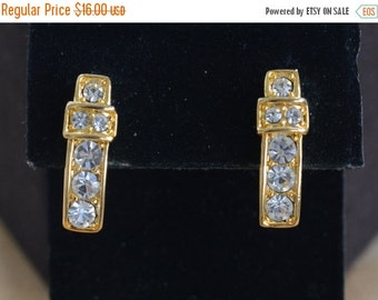 On sale Pretty Vintage Rhinestone Pierced Earrings, Gold tone (A3)