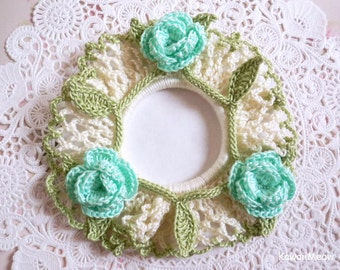 Crocheted Scrunchie Off White x Mint Roses