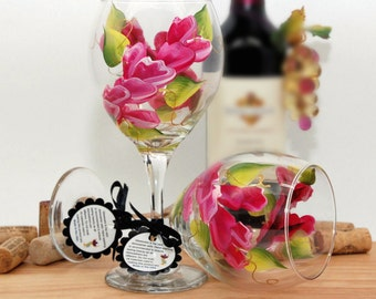 Flower wine glass, painted wine glass, magenta flowers, wine lover gift, personalized gifts, wine glass, wine goblet, unique wine gifts