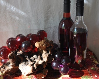 Wine Lovers Grape Clusters/Vintage 1960s/Oversize Acrylic Balls on Burl Wood