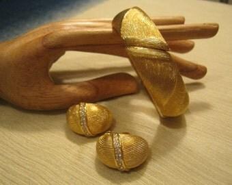 Vintage Monet bangle bracelet, bangle bracelet clip earring set, matte goldtone bracelet clip earrings, Monet bracelet, S.A.L earrings