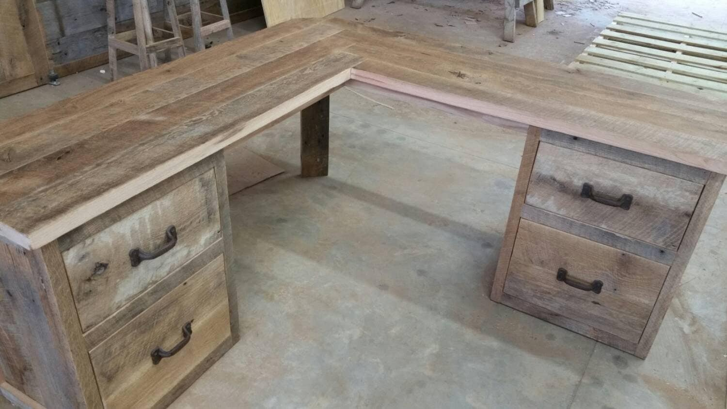 Reclaimed barn wood corner desk free shipping rbwcd1300f for Where to find reclaimed wood for free