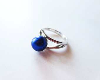 Cobalt blue pearl ring. Adjustable silver ring. Blue jewelry. Cobalt blue ring. Small pearl ring. Freshwater pearl ring. French blue pearl.
