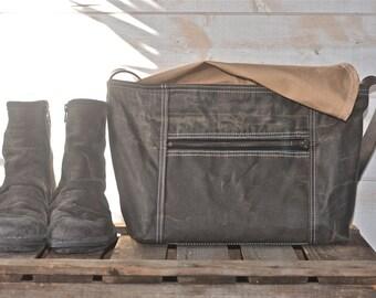 Waxed canvas messenger bag / Crossbody bag / IPAD messenger / Laptop Bag / Travel Bag / mens messenger bag/women messenger bag / zipper