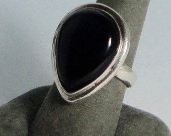 Vintage 925 Sterling Silver ONYX Ring. Size 9