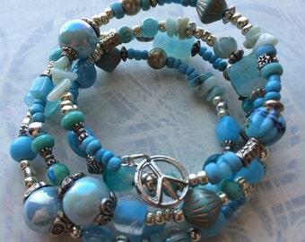 Blue boho bracelet with peace sign memory wire hippie bracelet casual beach bracelet